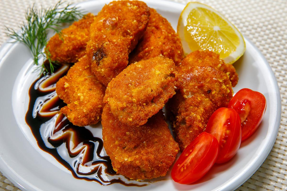 Breading chicken wings
