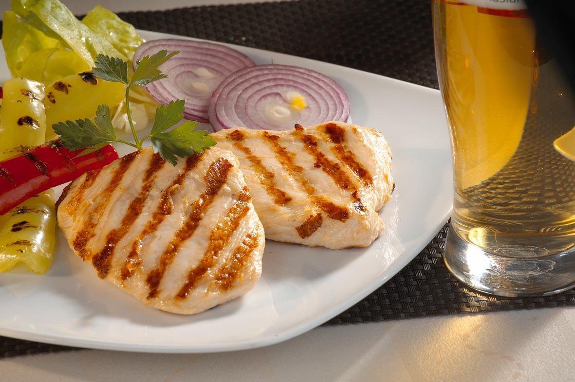 Пилешка пържола от бяло месо, 100 г